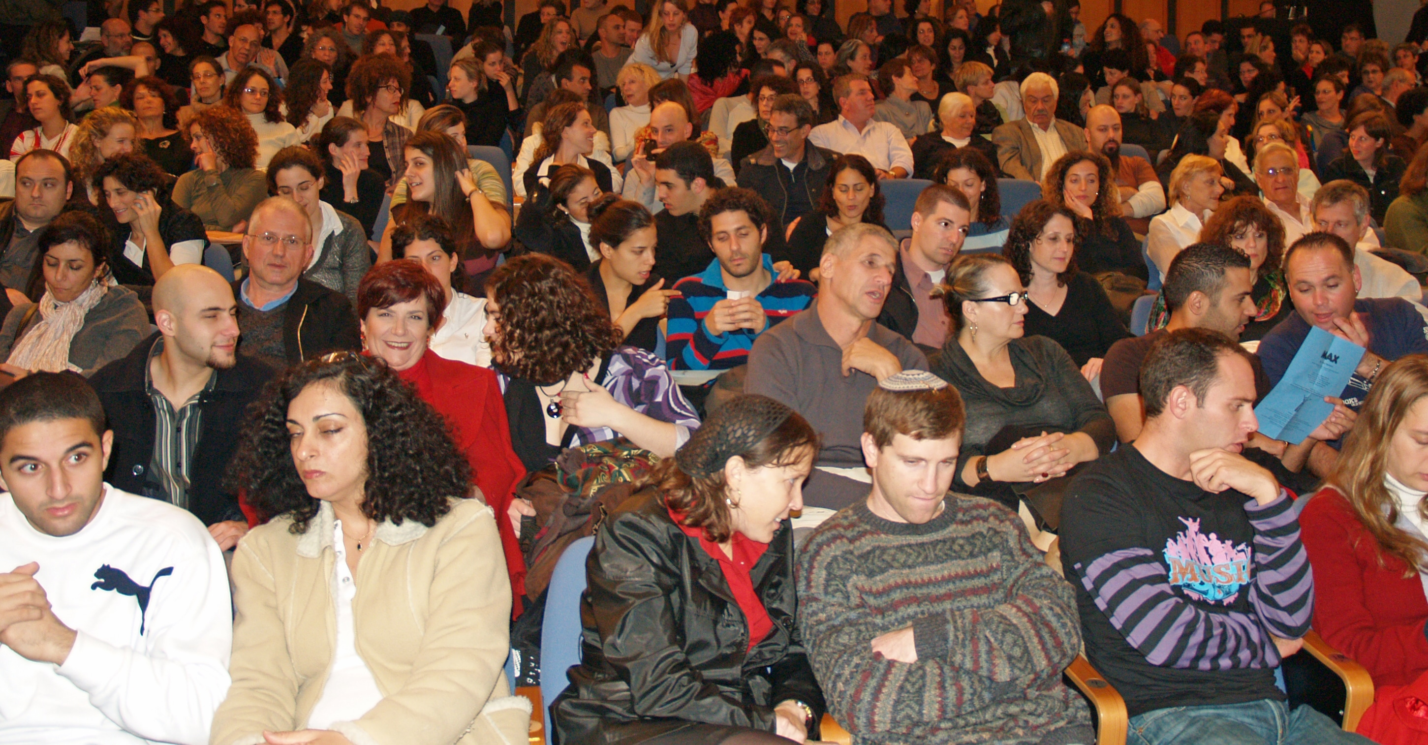 Image Batsheva_theater_crowd_in_Tel_Aviv_by_David_Shankbone.jpg of Whаt Iѕ E-Cоmmеrсе ?